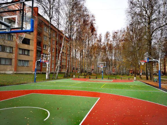 Ar LEADER finansējuma atbalstu Titurgā izbūvēts jauns strītbola laukums
